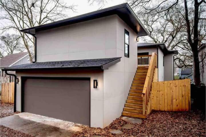 Stylish & Modern Loft Historic Edgewood (CDC Safe)