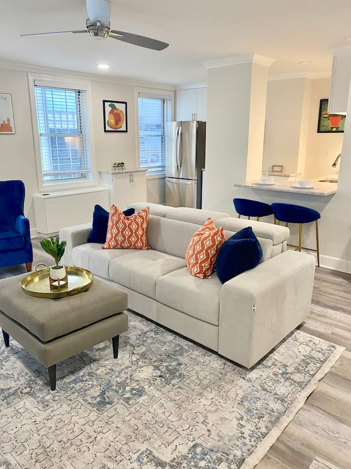 8K - GORGEOUS NEW DOWNTOWN CONDO, PRIVATE BALCONY