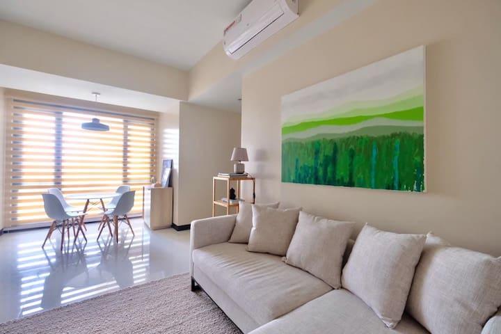 Cozy, Stylish 2BR near Greenbelt Makati + Netflix
