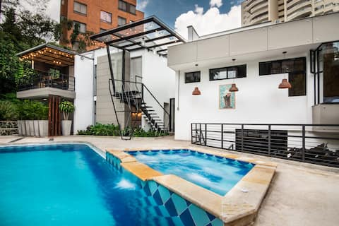 ☆Pool ☆100Mb WiFi ☆King Bed ●Nature Poblado ♥ A/C