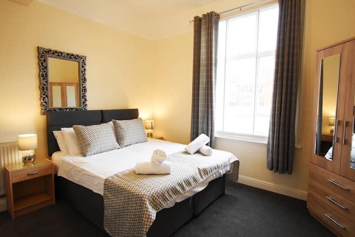 Contemporary Apartment | sleeps 4 | City Centre