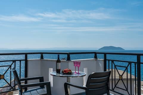 """""""Apartment with sea view and large terrace"""""""