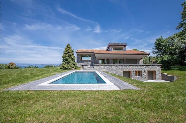 La villa M au coeur du golf, vue sur le lac Léman