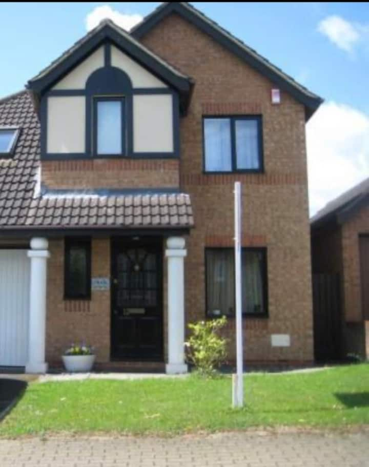 Beautiful Detached House in Milton Keynes Central