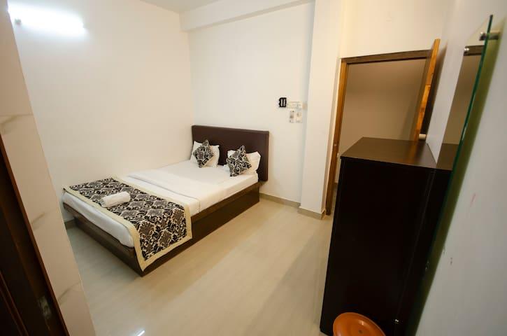 TIA-INN Homestay (Room 204)