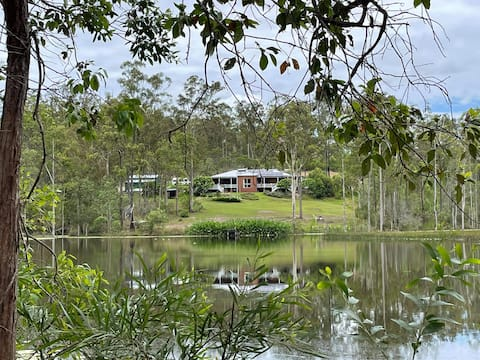 Lake House on 5-acre lake in Noosa Hinterland