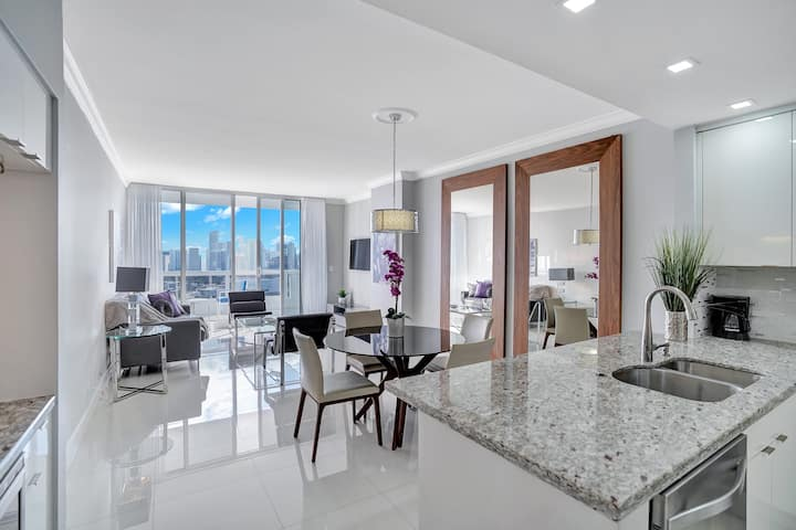 The Grand Miami 4244 | Luxury Bay View One Bedroom Apartment