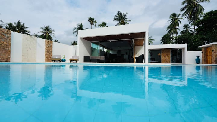Brand New Beachfront 3 BDR Luxurious Villa 75% off