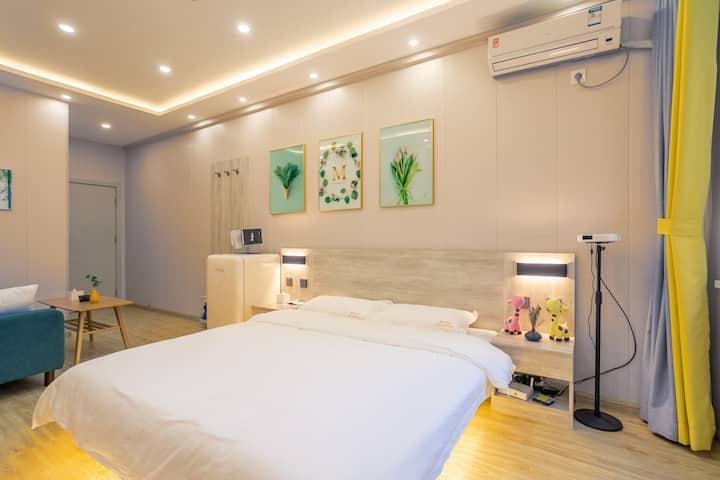 休闲投影大床房