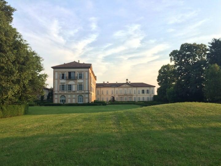 charme apartment in Italian historical Villa Milan