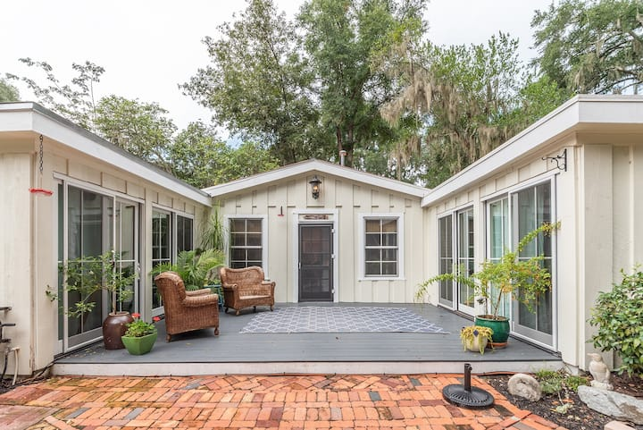 Cottage in Historic Old Town Bluffton - Sleeps 8