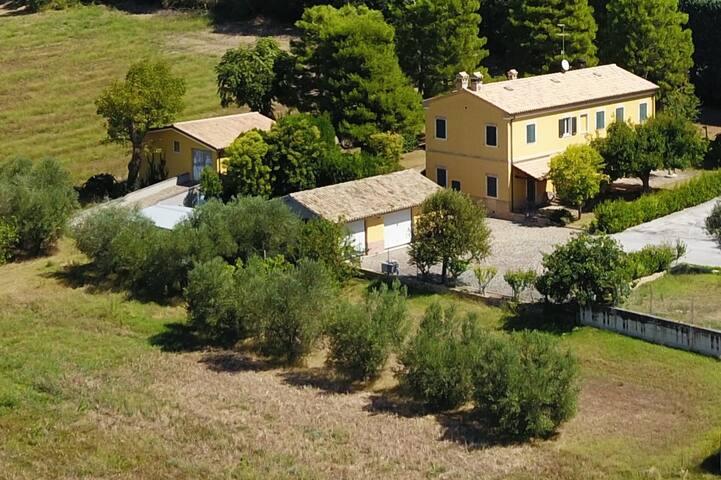 LEPRETTI VILLA, near Conero Riviera and in Marche