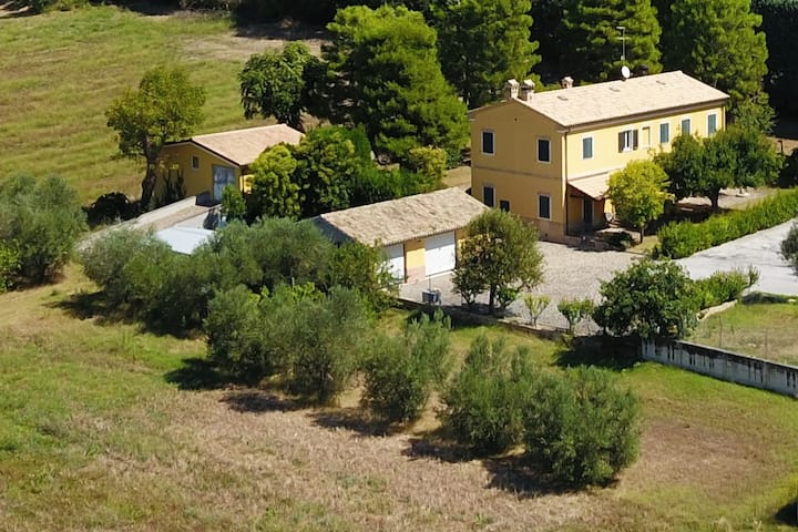 LEPRETTI VILLA, near Conero Riviera and in Marche