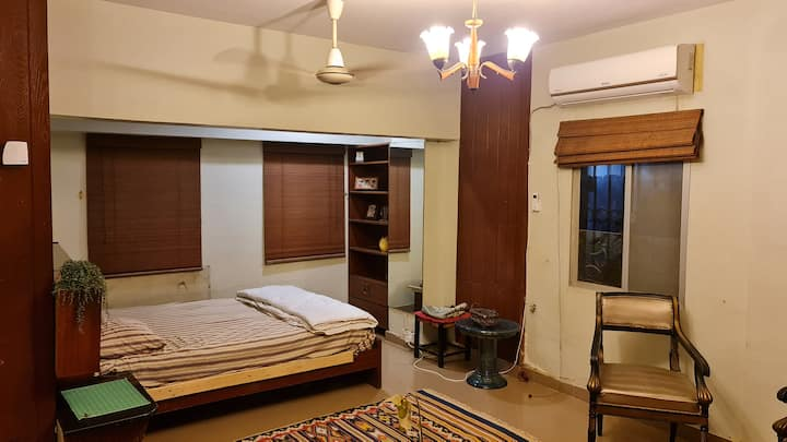 One Master  Bedroom available in Clifton Block 2