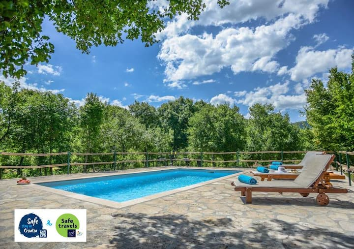 Villa Ognjistar surrounded by peace and nature