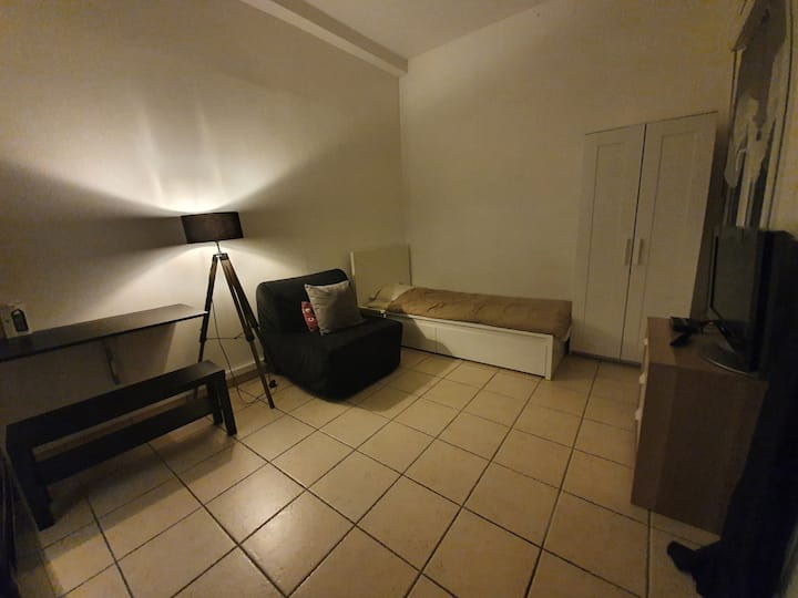 Studio /Terrasse proche Paris, aéro. CDG/Bourget