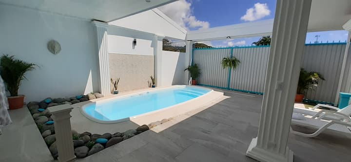 Charming 3 bed/2bath in Jaco Center w/Private Pool