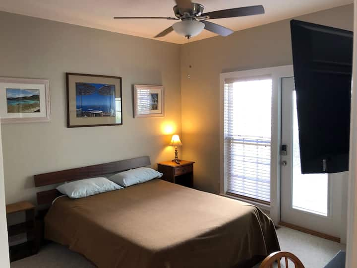 Private Guest Suite in Convenient and Quiet Area