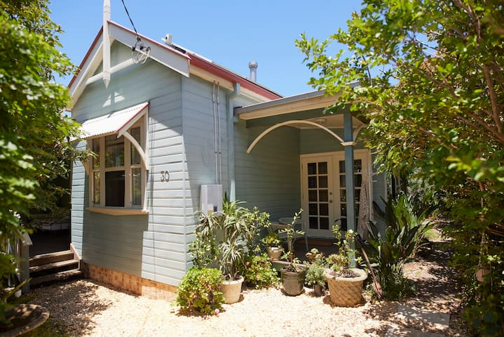 Moore St Beach Cottage - New Listing