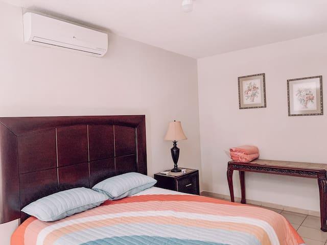 Dormitorio principal segundo piso.