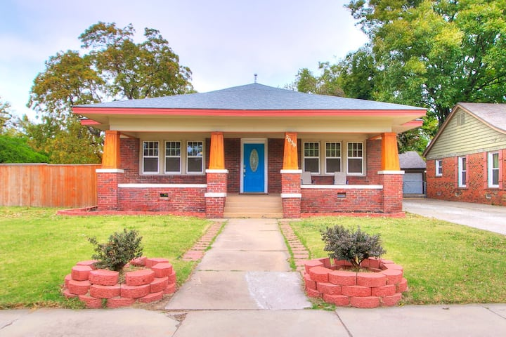 Walking Distance to Plaza - Minutes to Midtown OKC