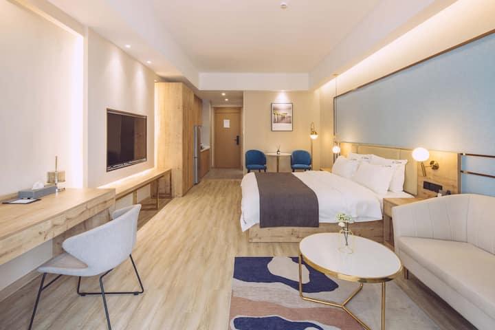 现代轻奢大床房