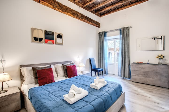 Giubbonari Street Room 2