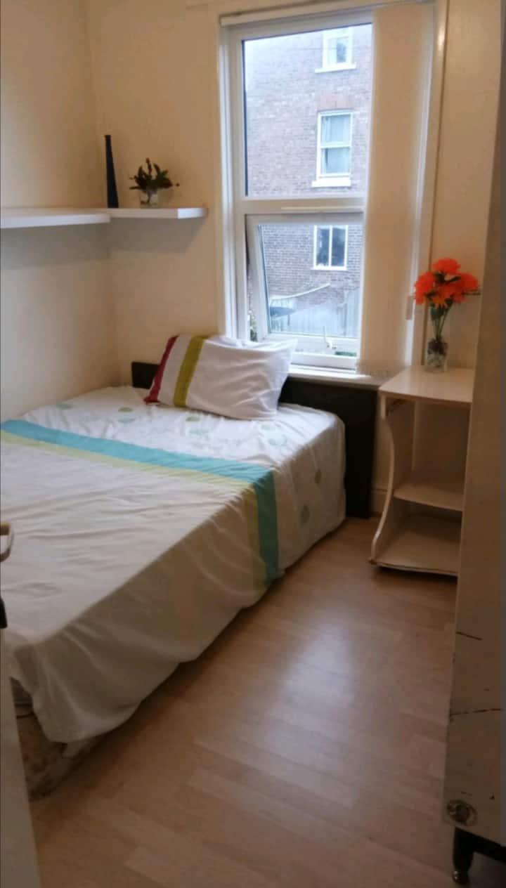 Double Room Close to Manchester Uni / City centre