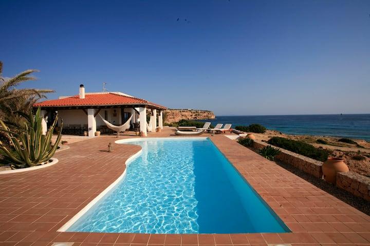 Casa Senrramada preciosa villa delante del mar.