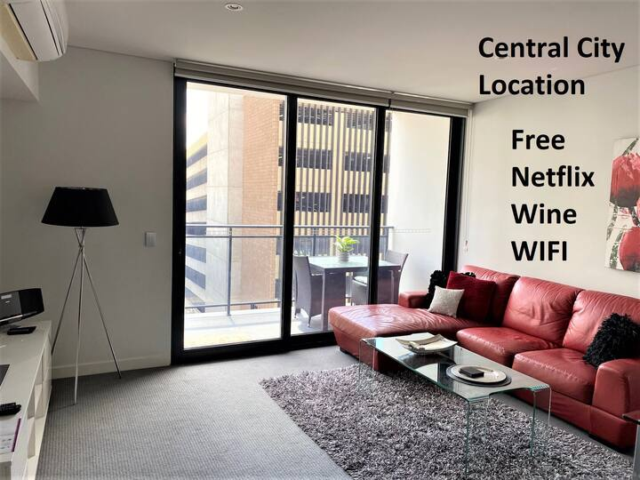 STYLISH CITY CENTRAL EXEC VIEWS NETFLIX WIFI WINE