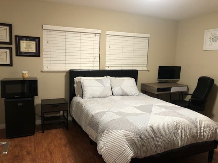 Master Suite in Mountain View Townhouse