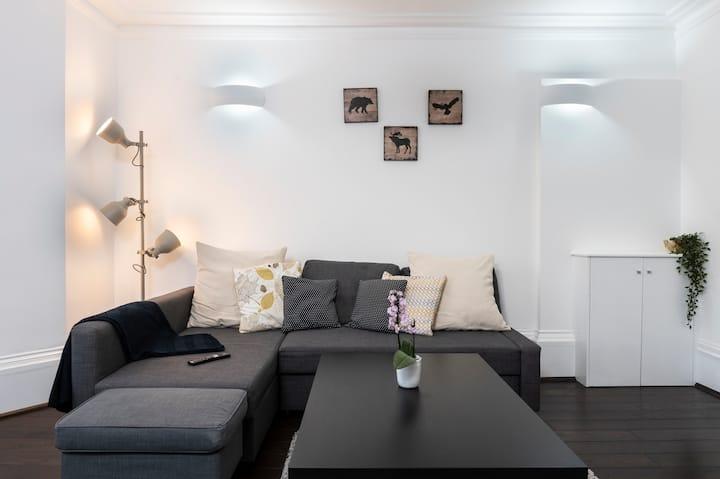 Georgian luxury style 2 bedroom apartment Reading