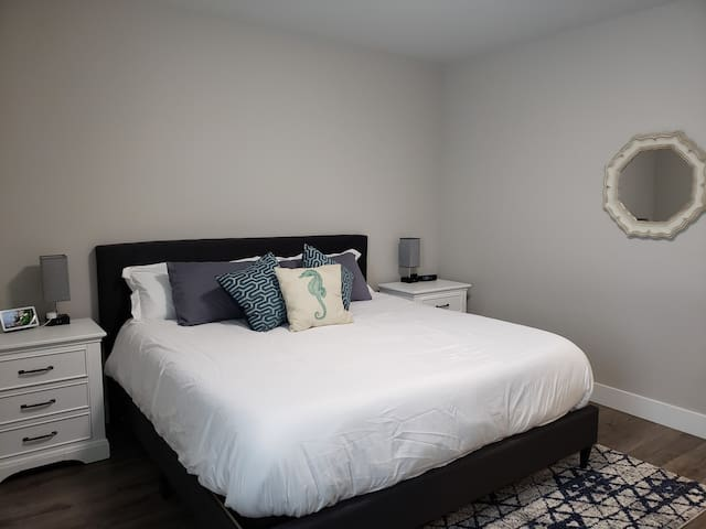 King Size bed in Seastar Suite