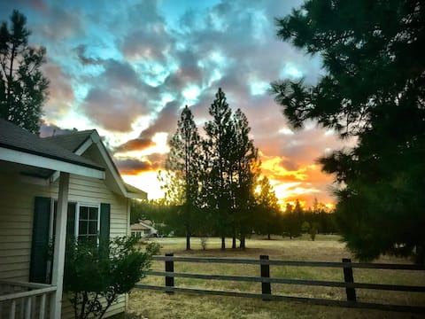 Riverview Cottage: Outdoor Enthusiasts Hideaway