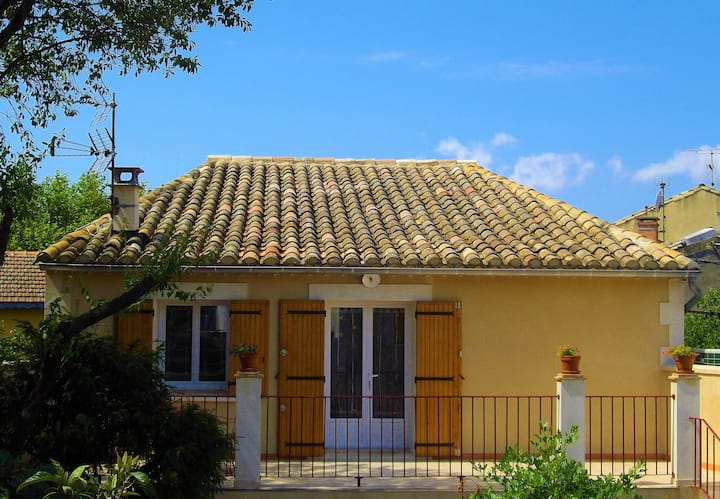 Joli Gîte-Villa en Provence Aux Portes d'Avignon