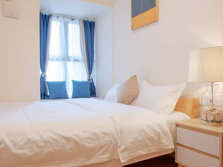 【小清新】一室一厅舒适大床房·免费洗漱用品·可做饭·近大润发·公交直达方特·高铁站