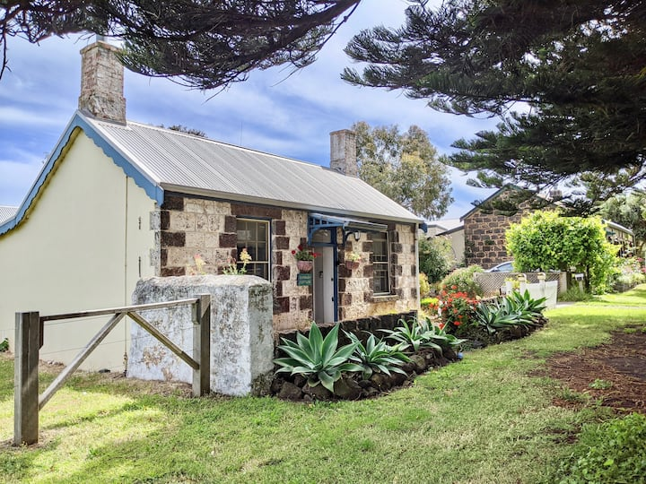 "Port Fairy Cottage - ""Curragh"""