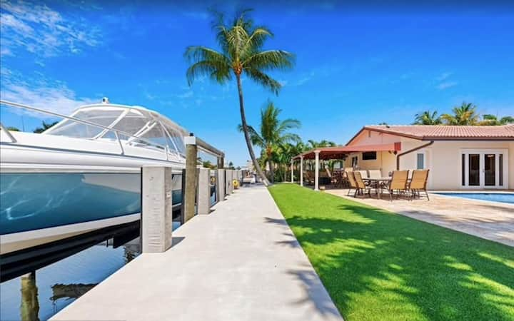 Upscale luxurious WATERFRONT pool home. BOAT DOCK