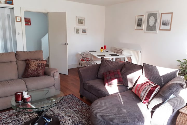 Quiet Townhouse near City centre, checkin from 2pm
