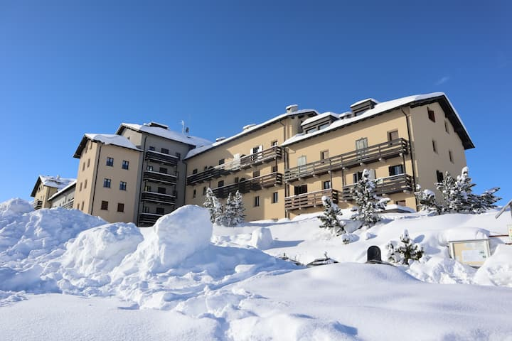 Two-room apartment overlooking the ski slopes