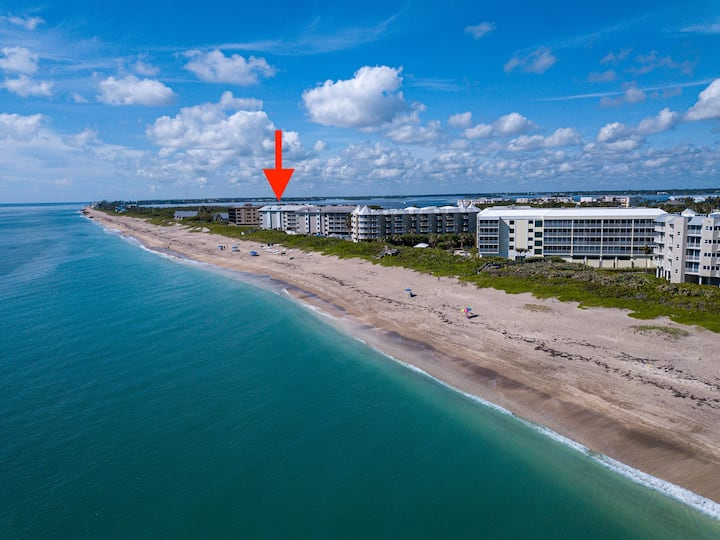Beachfront get-away Hutchinson Island Condo