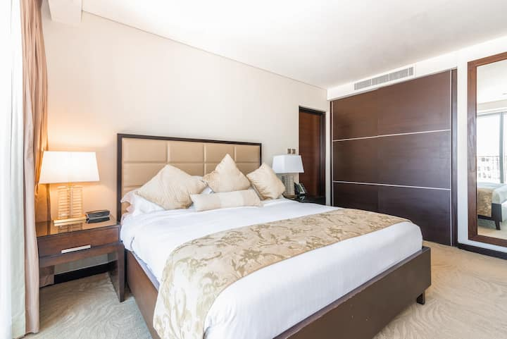 Mesmerising One Bedroom with Marina Views
