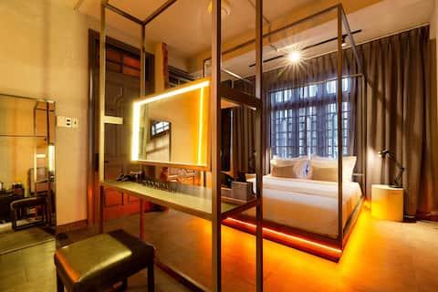 Elegant Art Decór Studio with Bathtub & Breakfast
