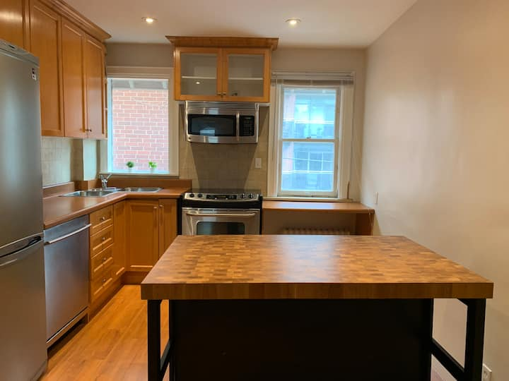 Bright one bed unit in Bloor West Villag/High Park