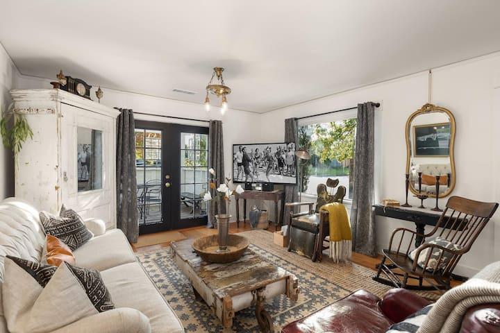 BlackBox  Luxurious historic restoration with 5 beds!