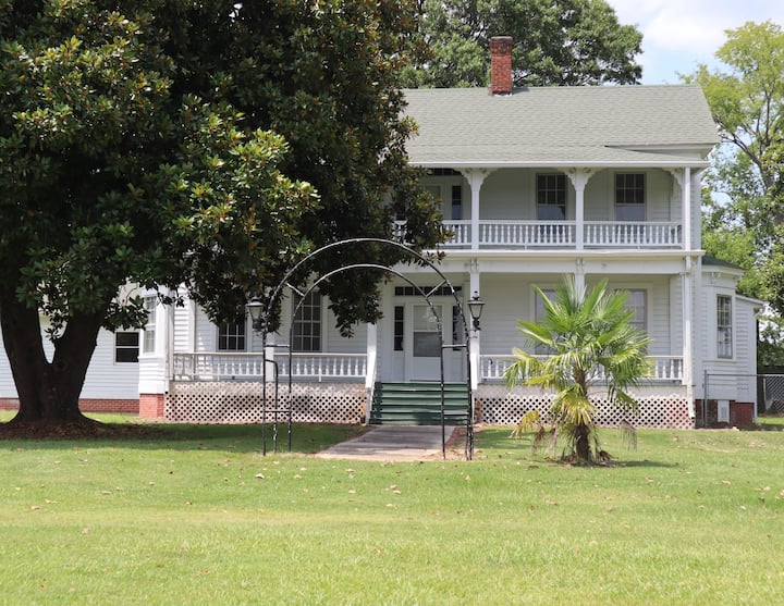 Magnolia Manor: A Historic Bed and Breakfast