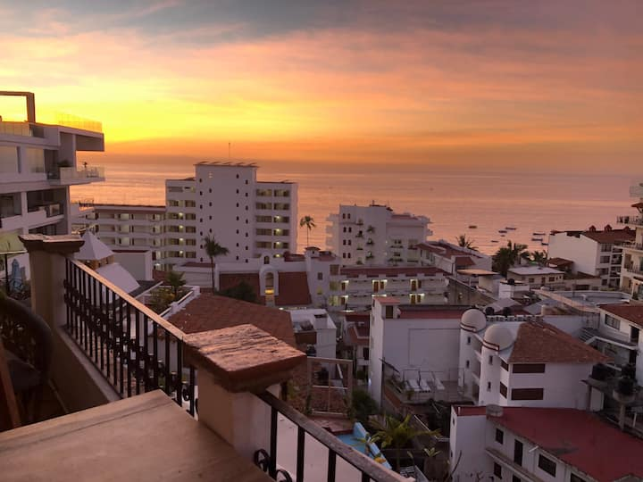 Stunning ocean views condo in Lower Amapas