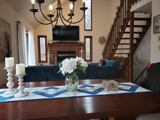 Luxury Mountain Home/Accomodates 8 ~ Bushkill PA