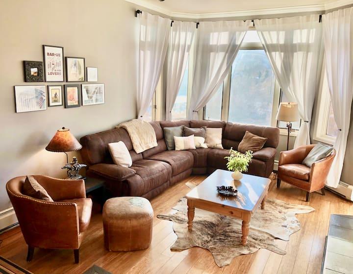 Spacious 4 bedroom condo—complimentary ski shuttle