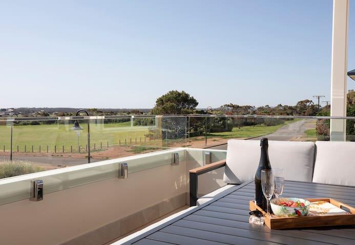Australian Luxury Stays - SUNNYSIDE SELLICKS BEACH